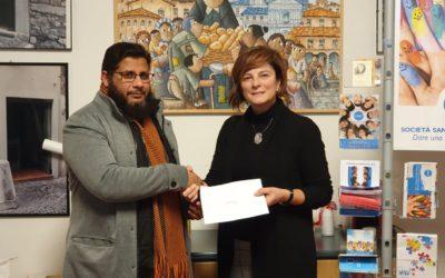 محمدیہ اسلامی مرکز وجامع مسجد بریشیاکی کمیٹی نے سان ویچینسو دی پاوؑلی سوسائٹی کو 5000 یورو کا چیک پیش کیا۔